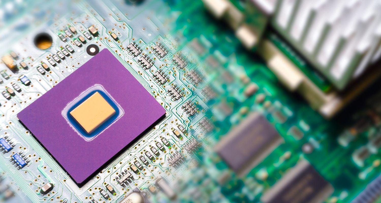 Un chip de caché de computadora dentro de una motherboard.