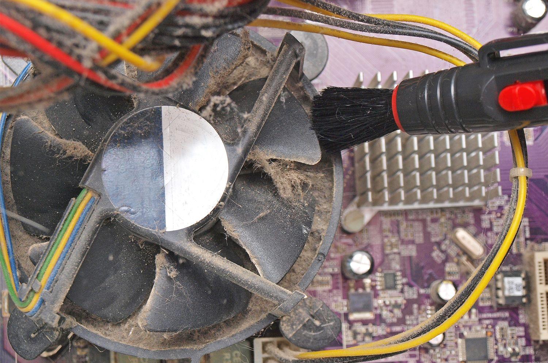 Ventiladores de la computadora polvorientos
