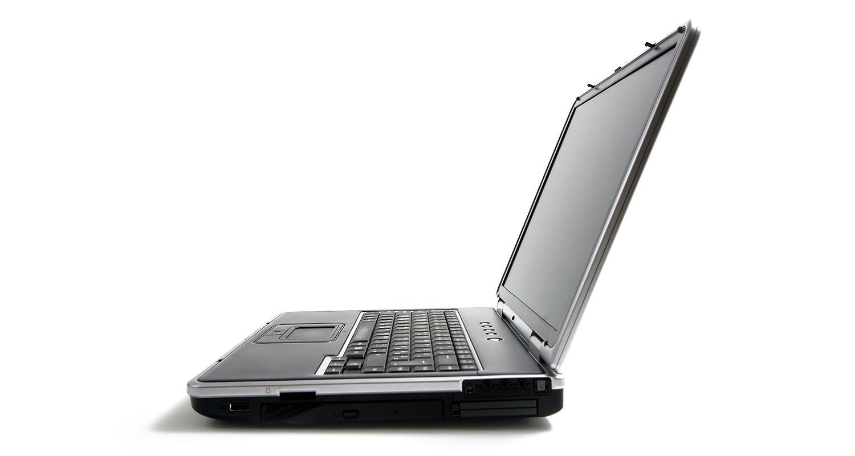Computadora portátil desde una perspectiva lateral